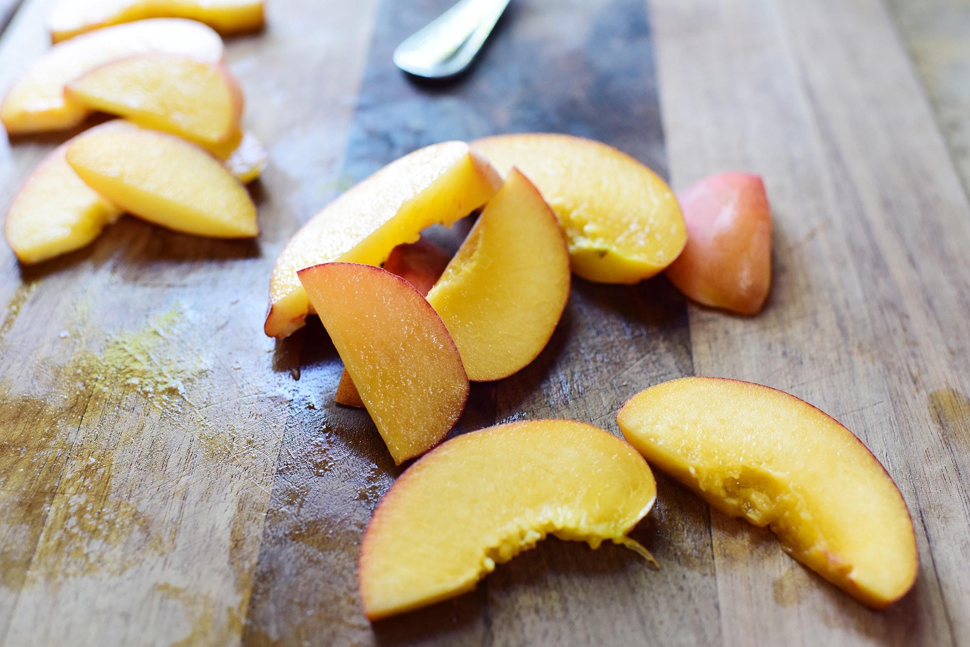 Персики для панкейков