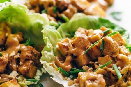 Постные листья салата с тофу