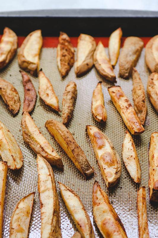 Фото картошки по-деревенски в духовке