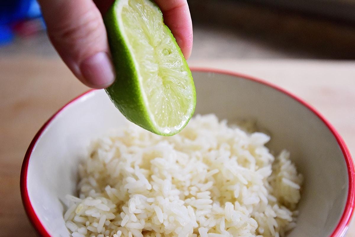 Рис и лайм к лососю