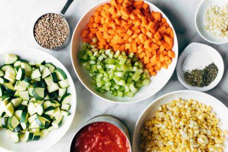 Ингредиенты для супа с рисом и курицей
