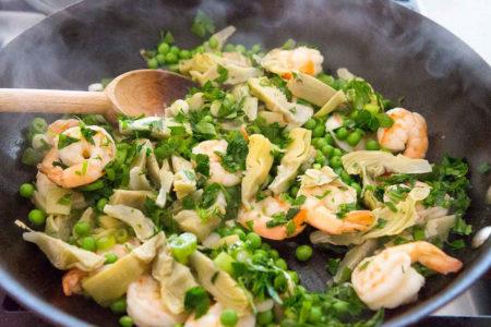 Креветки с овощами для пасты