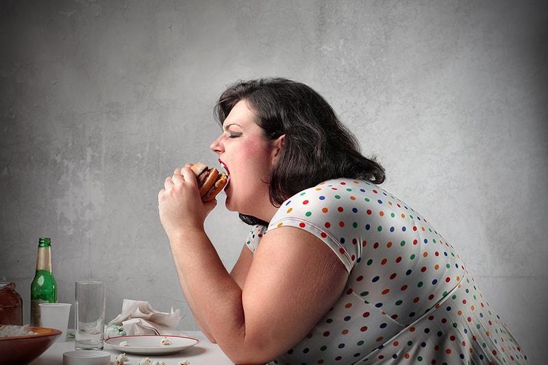 Как перестать много есть еды