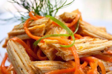 Фотография соевой спаржи с морковью