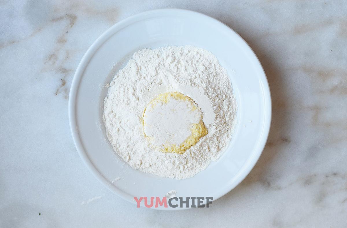 Приготовление классического сырника - фото