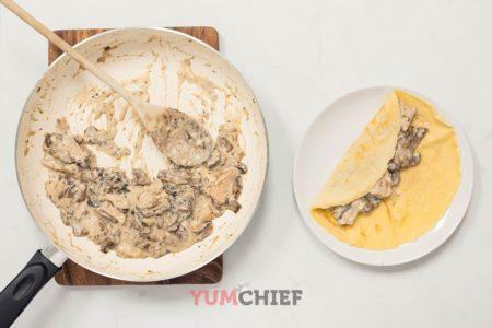 Приготовление блинов с грибами