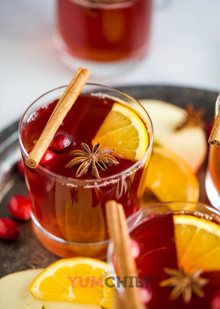 Фото глинтвейна с яблоками и апельсинами